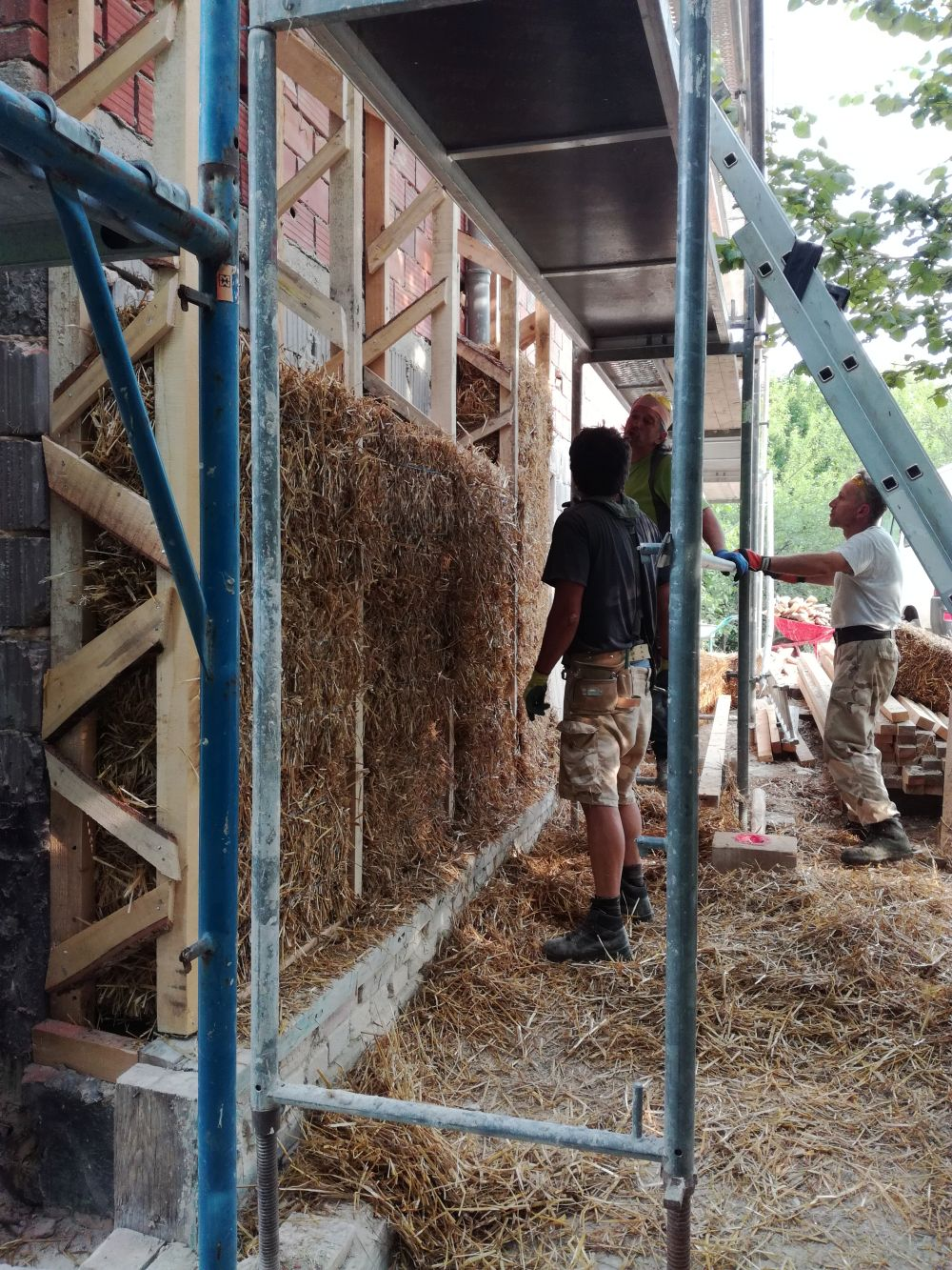 Strawbales to insulate the house